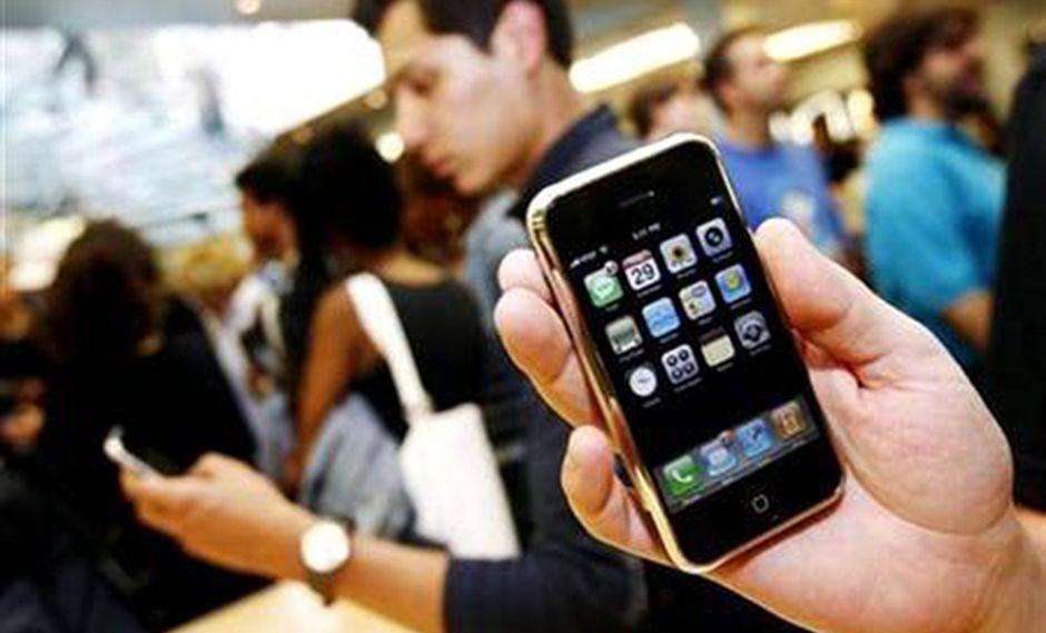 Joven muere electrocutada mientras usaba su iPhone