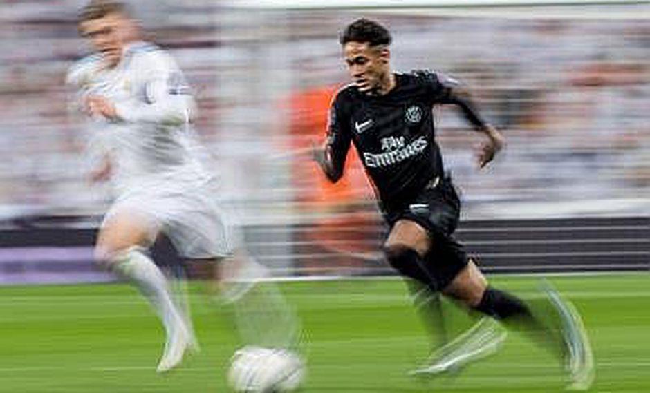Neymar sufre esguince y fisura en pie y queda fuera contra Real Madrid
