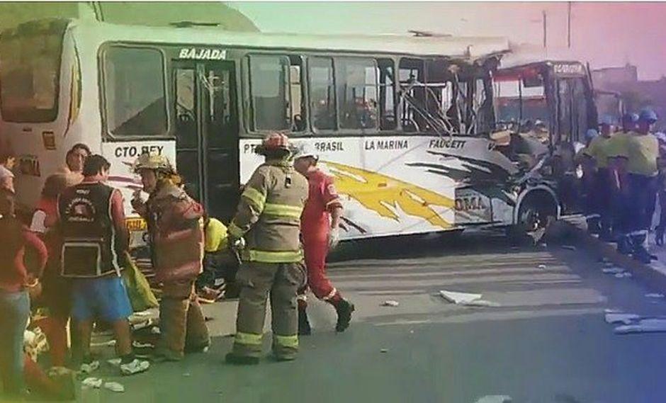 Una bebé de apenas un año muere tras choque entre bus de transporte y cisterna (VIDEO)