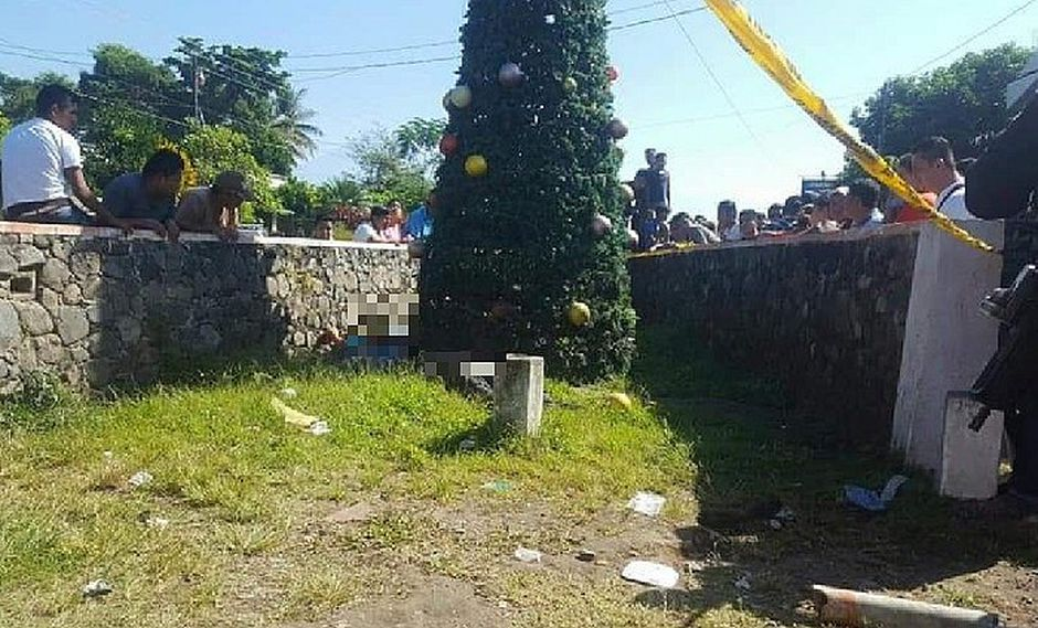Armaban arbolito de Navidad y murieron electrocutados
