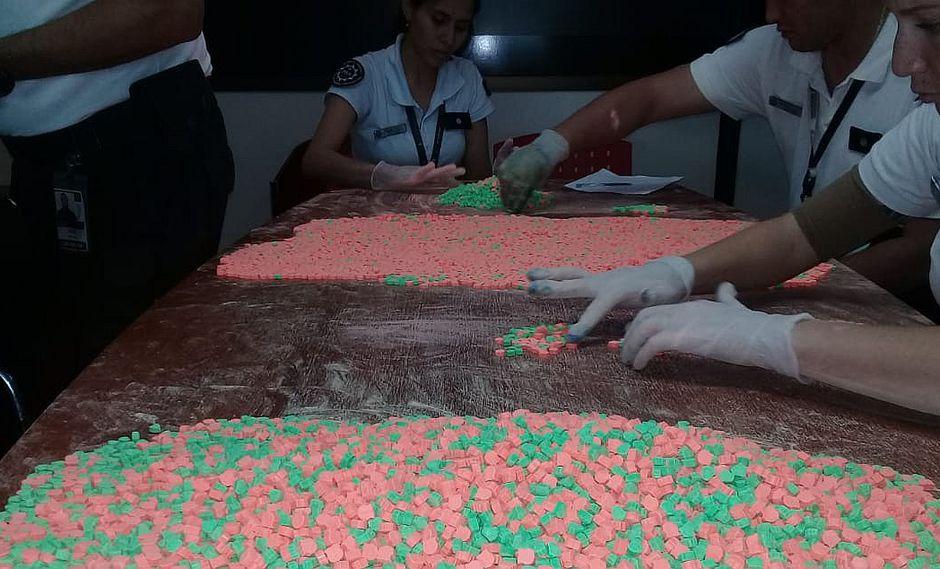 Detienen a mujer con más de 18 mil pastillas de éxtasis en el Aeropuerto Internacional de Iguazú