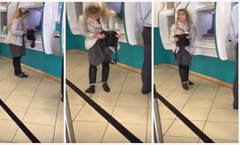 YouTube: mujer pasa roche al caersele ropa interior  dentro de cajero automático (VIDEO)